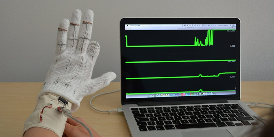 Performance test for the first sensor glove prototype